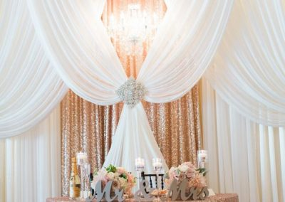 3-alluring-rose-gold-wedding-decor-10